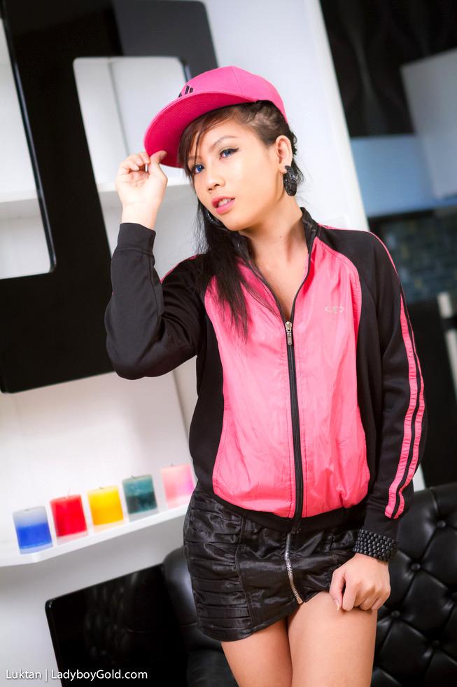 Asian T-Girl Luktan