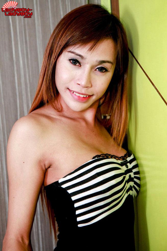 Asian Transexual - Pretty Cock In Mirror