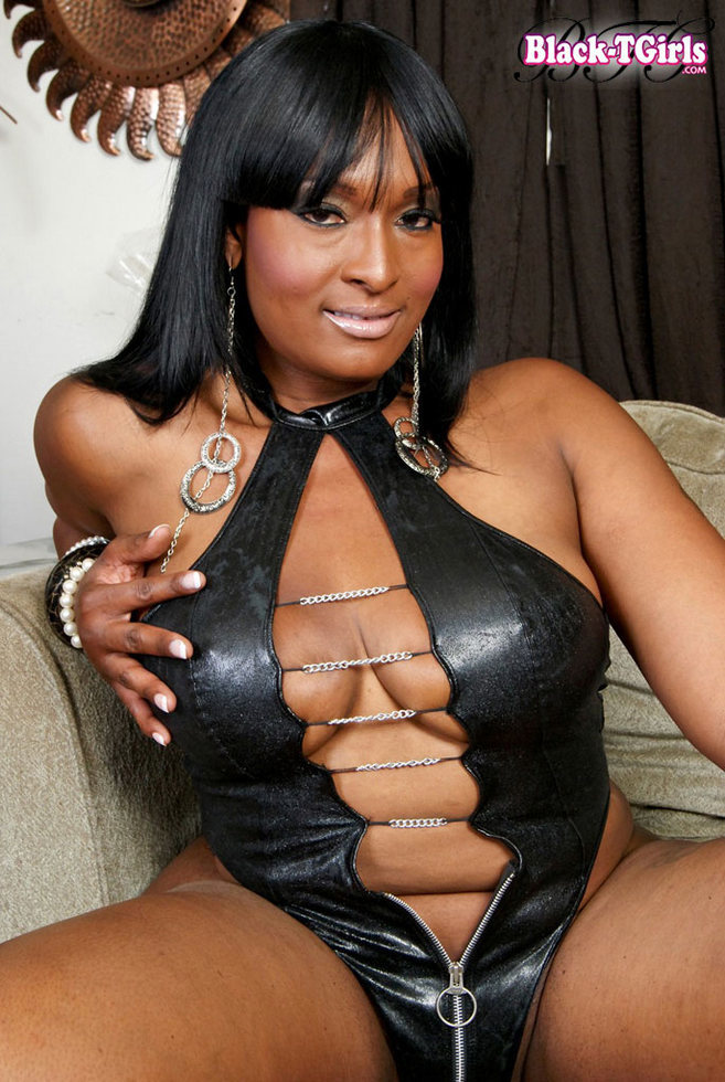 Black Ladyboy Amy Squirts - Amy Squirts Leather Outfit