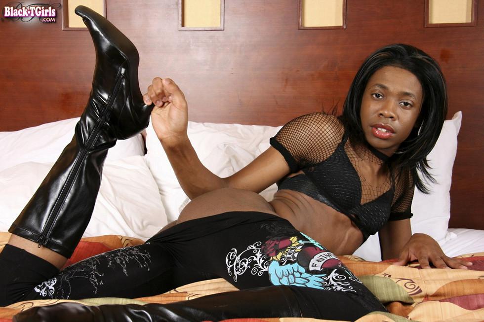 Black Ladyboy Deja