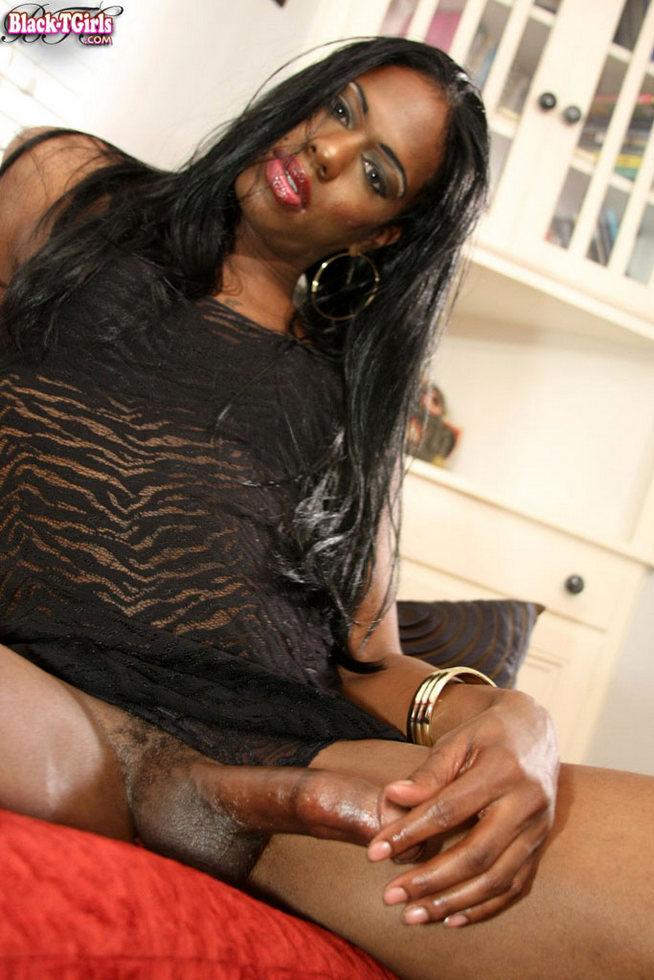 Black Ladyboy Kiyara
