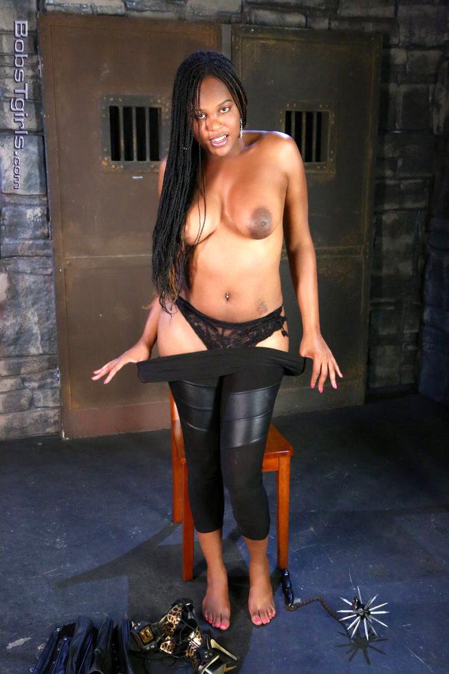 Black Transexual Mistress Nia Lee