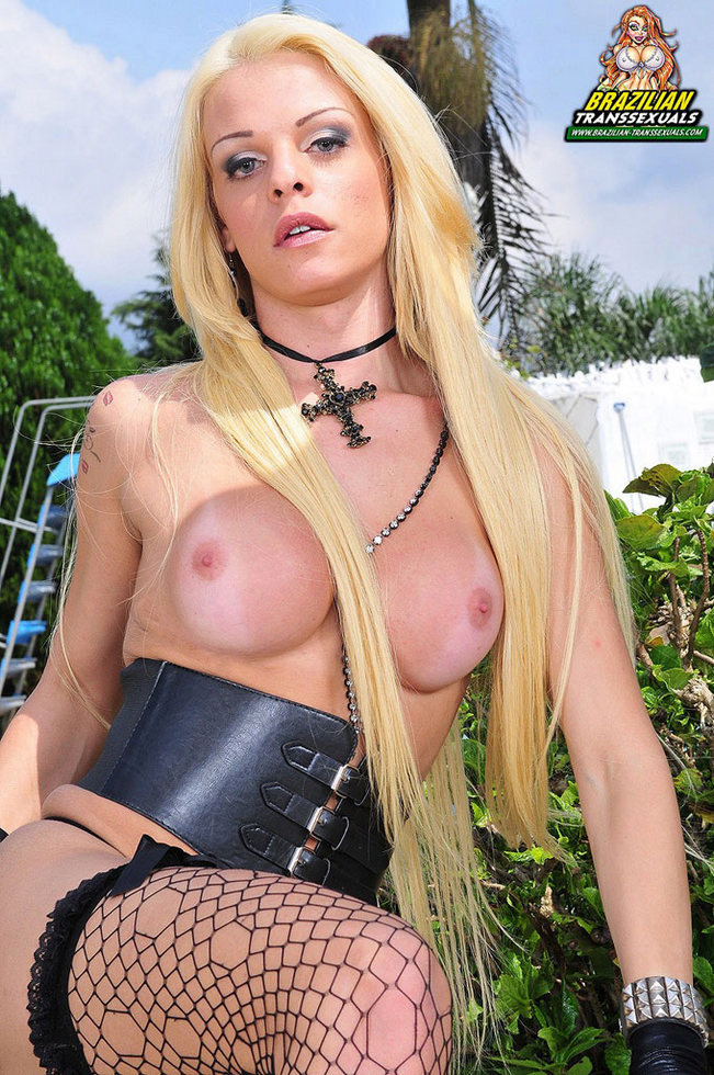 Brazilian Femboy Giovanna Secret - Giovanna Secret Outdoor