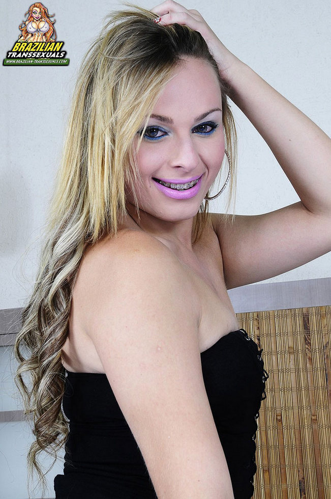 Brazilian Ladyboy Mirela Abelha