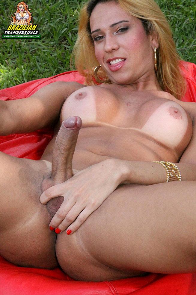 Brazilian T-Girl Beatriz Soarez