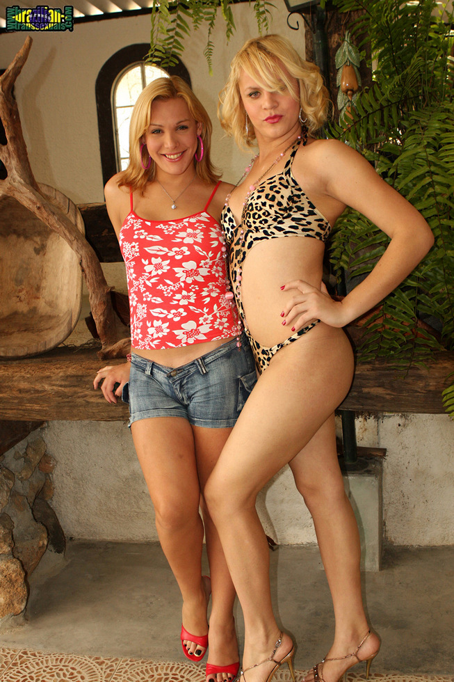 Brazilian T-Girl Reana & Alexia