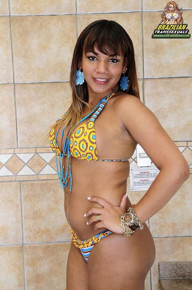 Brazilian Transexual Rebeka Trajano - Rebeka Trajano Bathroom