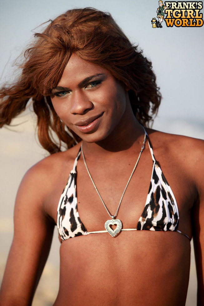 Brown Skinned T-Girl Perola Negra