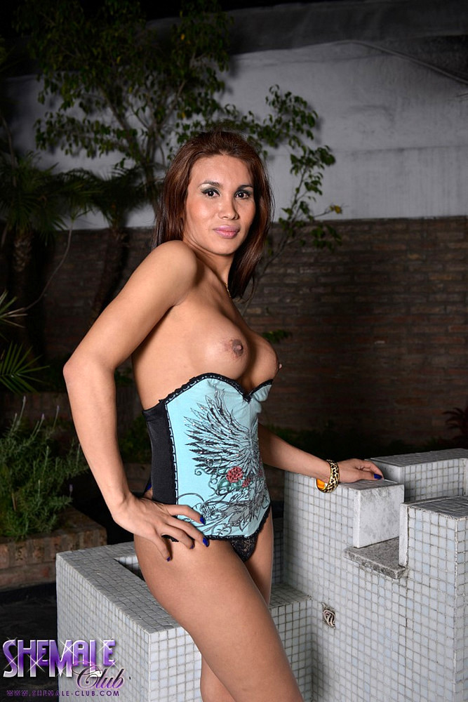 Inviting Transexual Cinthya