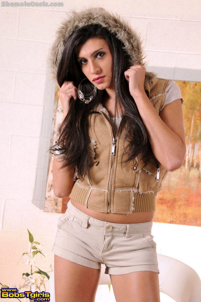 Ladyboy Amanda Alves