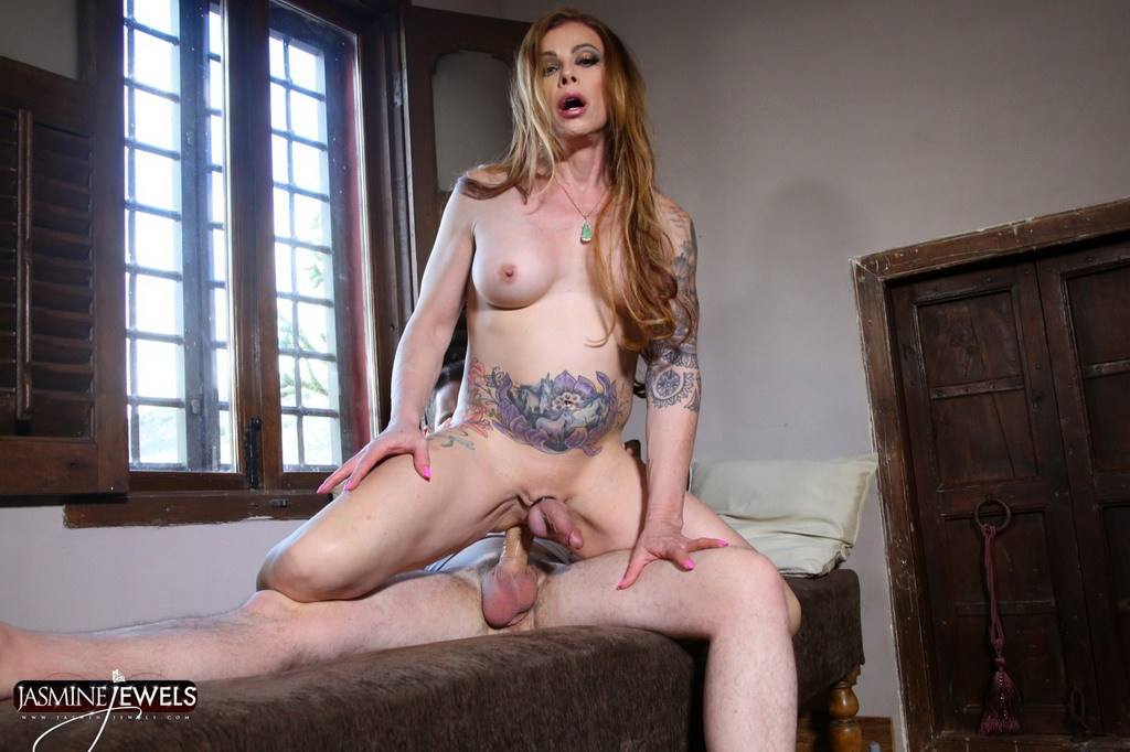 Mature Femboy Jasmine Jewels - Jasmine And The Handyman