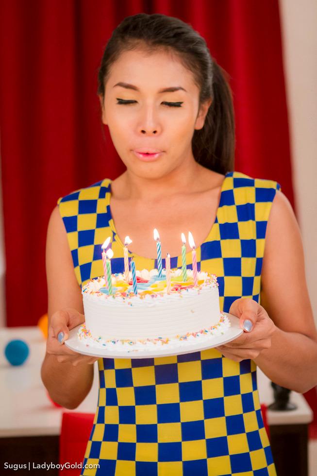Pattaya Shemale Sugus - Sugus Massive Dong Birthday