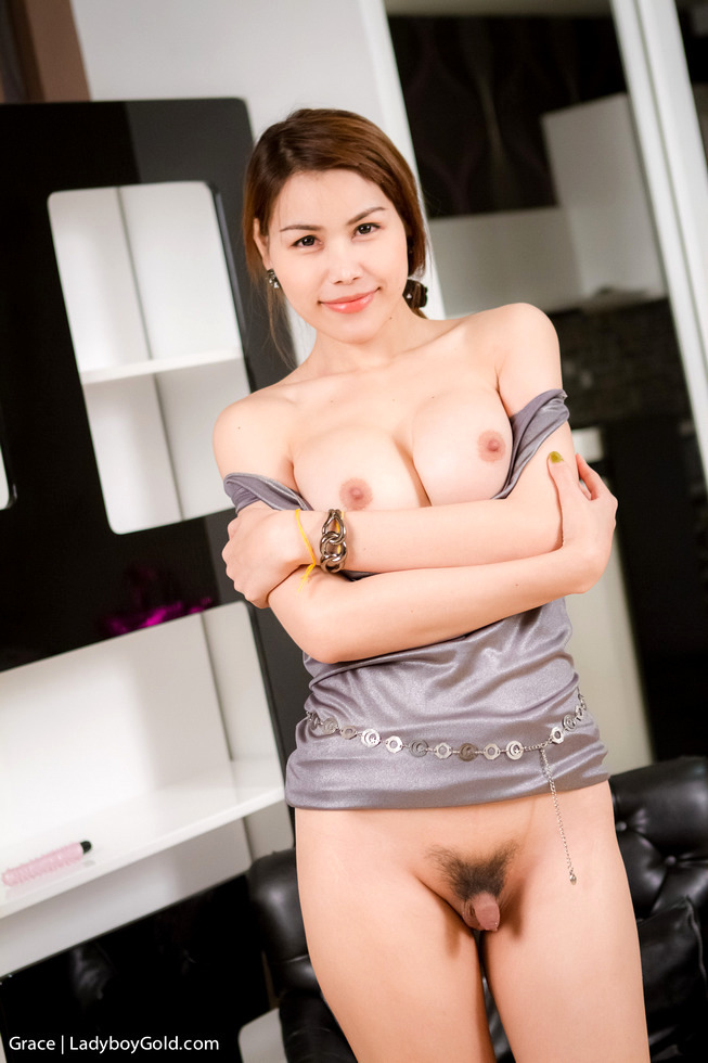 Pattaya T-Girl Grace - Grace Fashion Show Stroke