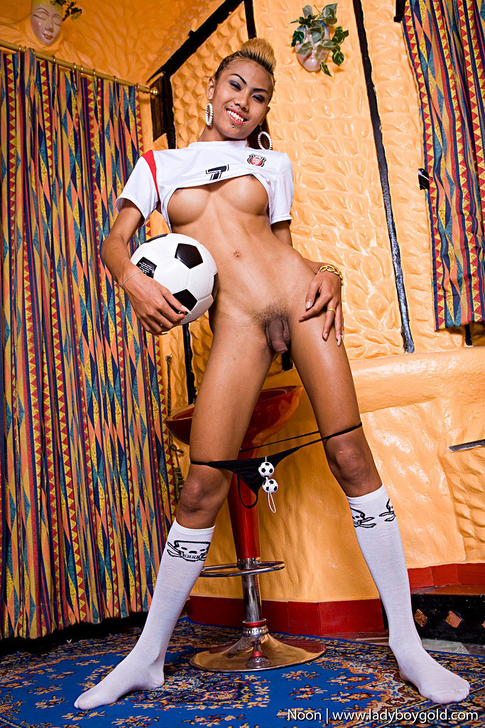 Pattaya Tgirl Noon - Noon Football Balls