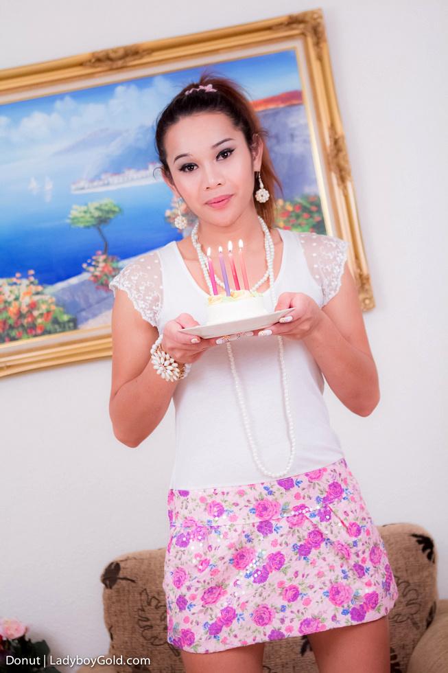 Pattaya Transexual Donut - Donut Birthday Donut
