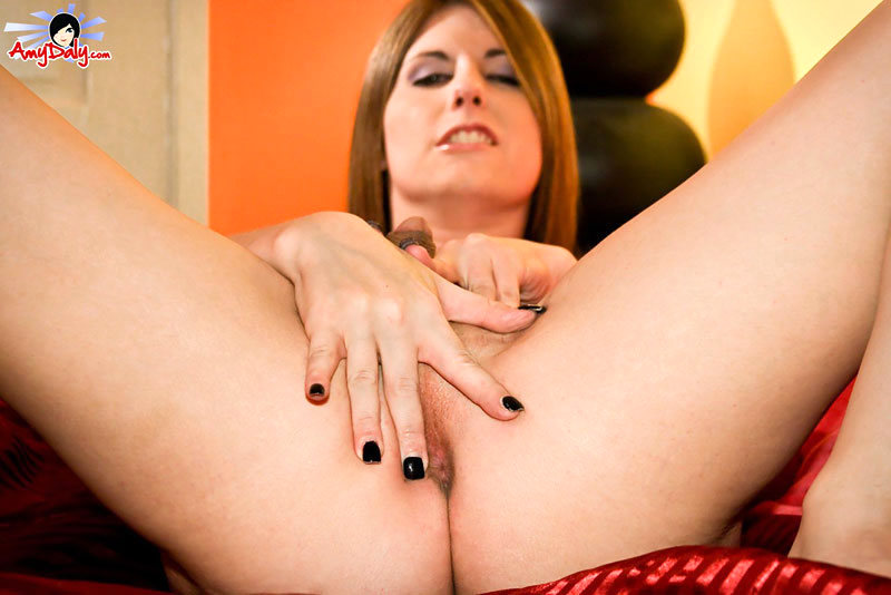 T-Girl Amy Daly - Bedroom Spreading
