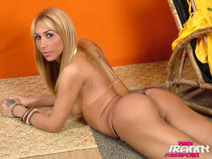 T-Girl Carla Tavares