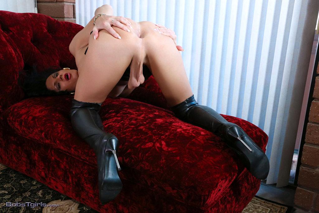 T-Girl Lina Cavalli - Lina Cavalli Killer Boots