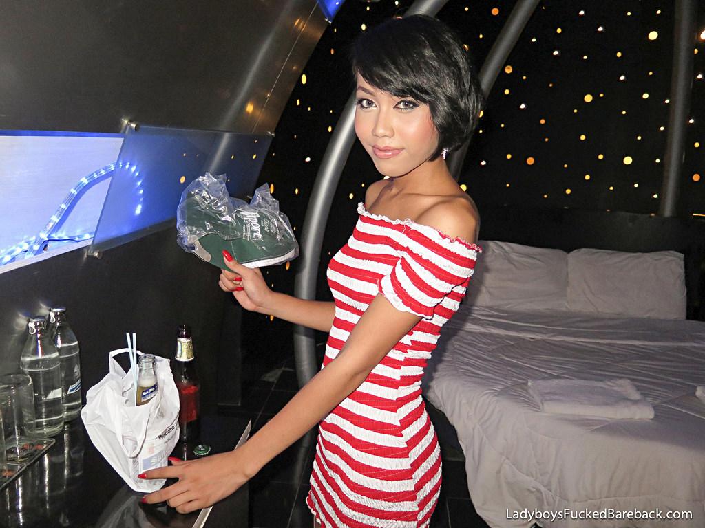 T-Girl Many Bare Back - Many Chang Girl Barebacking