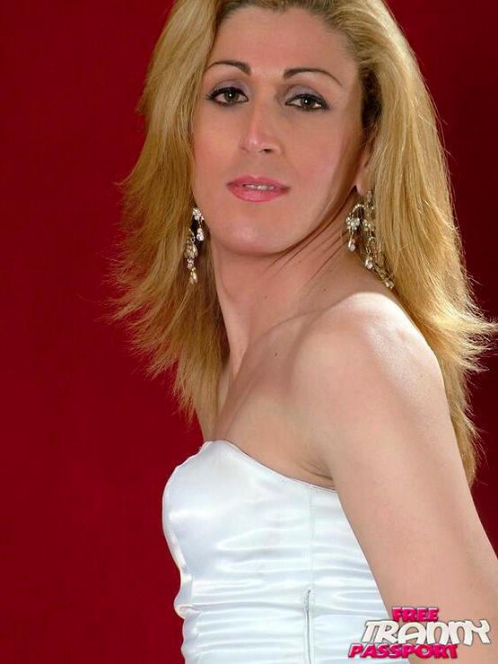 T-Girl Paula Maia