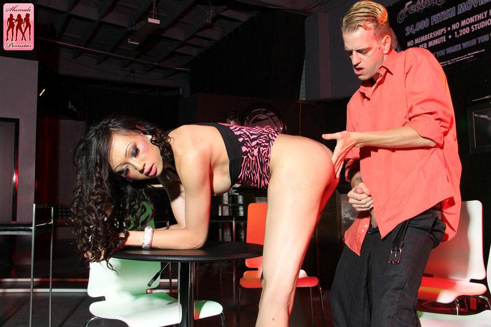 T-Girl Pornstar Venux Lux