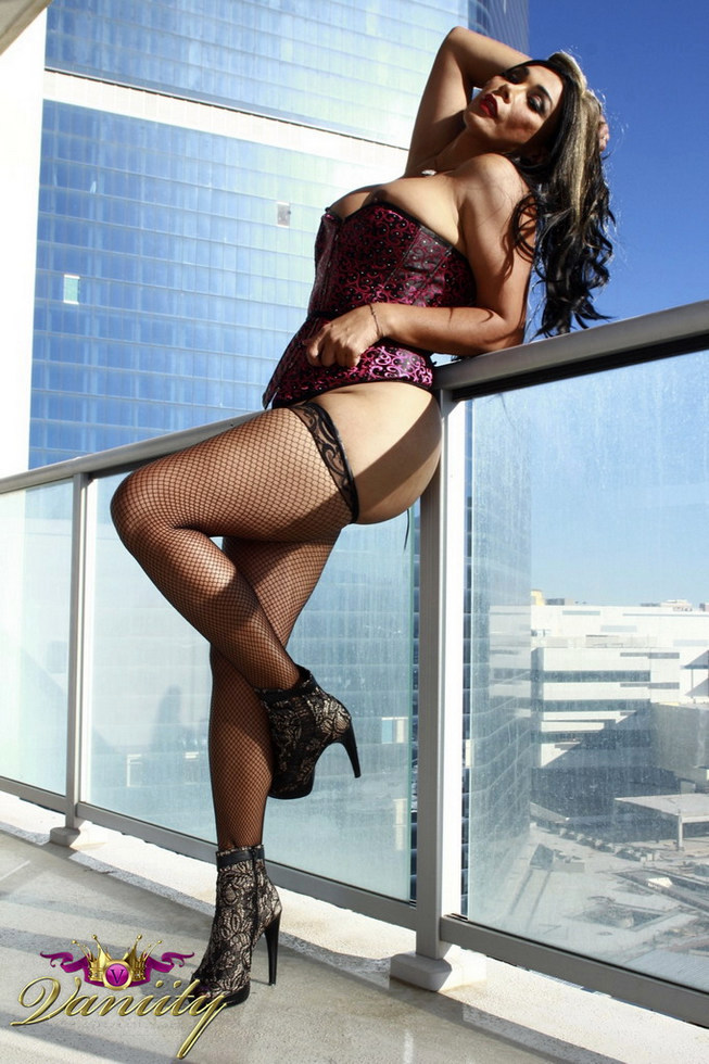 T-Girl Vaniity - Hung On The High Rise