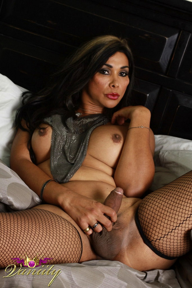 T-Girl Vaniity - Waiting For You In Bed