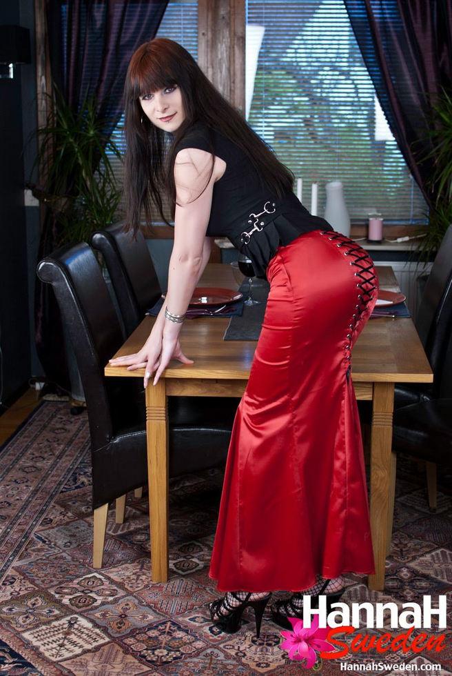 Tgirl Hannah Sweden - Redskirt